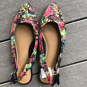 Floral pointed flats